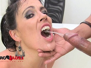 Huge butt Montse drinks pee piss drinking anal threesome